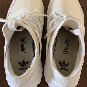 adidas Shoes - Like new adidas sneakers!